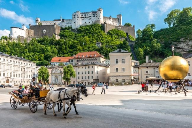 Blick vom Kapitelplatz auf die Festung Hohensalzburg